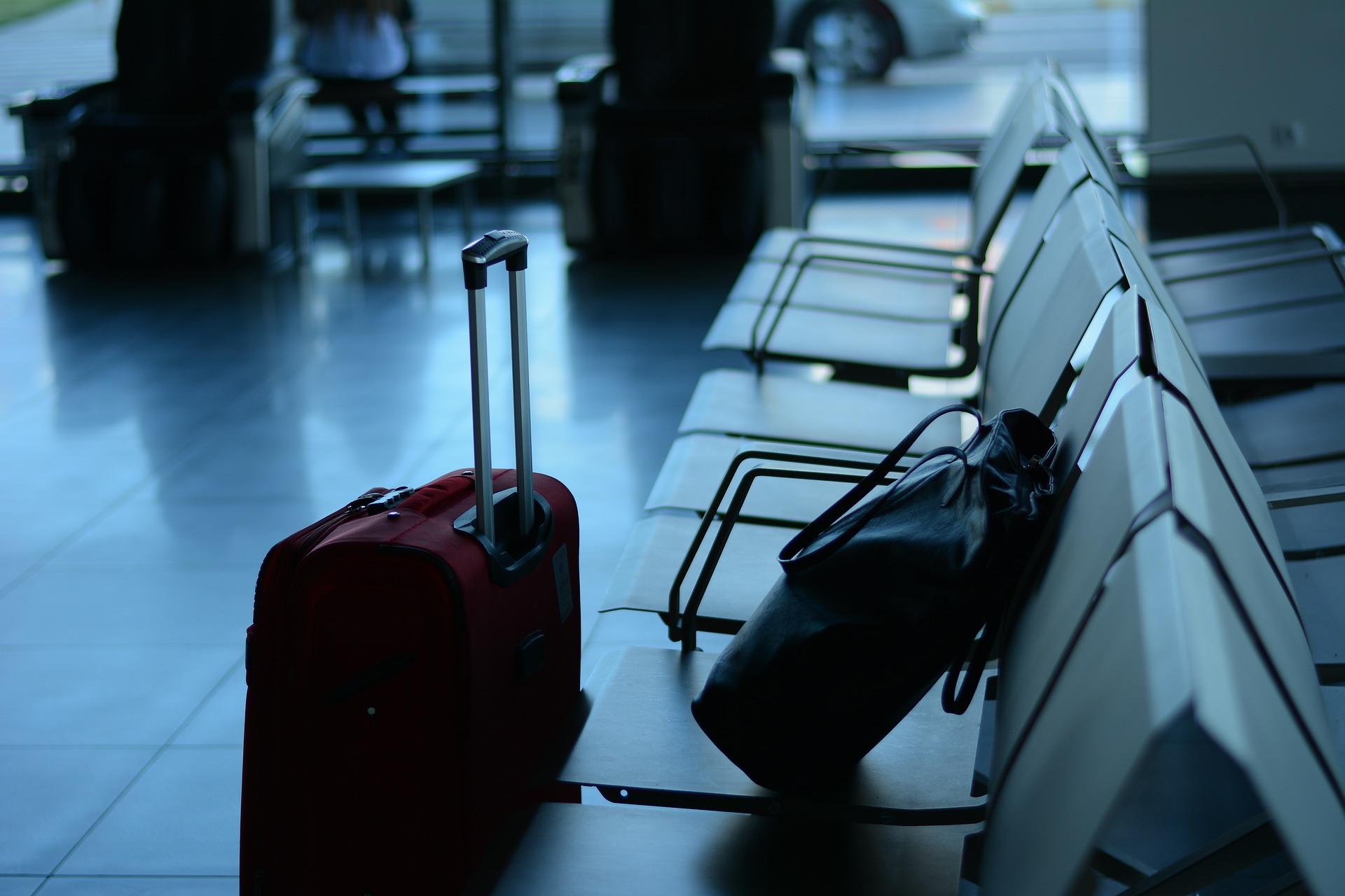 Wer zahlt eine Entschädigung, wenn der Koffer kaputt geht? Credit: pixabay.com/StelaDi